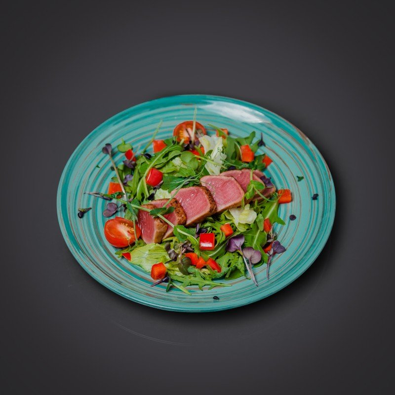 Салат с опаленным тунцом