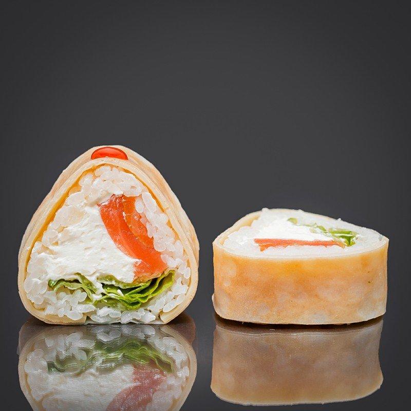 Ролл в рисовой бумаге с омлетом